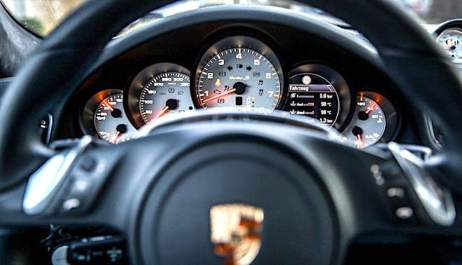 Millionär in Deutschland - ein Porsche gehört dazu